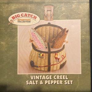 Big Catch Vintage Creek Salt and Pepper shaker Set